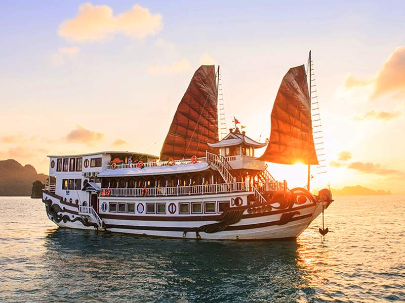 Royal Palace Cruise 3 Days 2 Nights